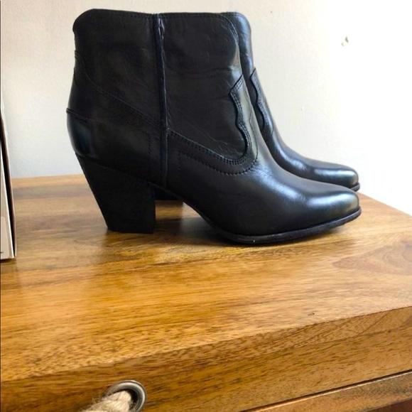 Brand new FRYE Renee Short boot, size 8 black